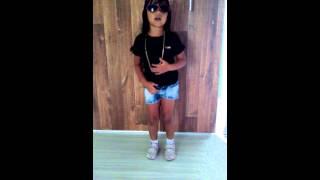 - Guinática de 5 anos dançando beija não beija