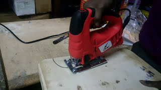 Using electric jigsaw machine for cutting wood- Beginners