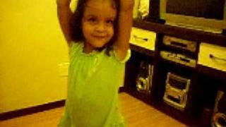 Ana Clara dançando Womanizer Britney Spears