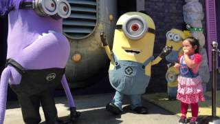 THe MiNioNS uP CLoSe WiTH Pia & MaMa RaNZa aT THe uNiVeRSaL STuDioS