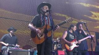 Willie Nelson & Family – Still Is Still Moving to Me (Live at Farm Aid 2016)