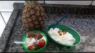 Sorvete caseiro de abacaxi e frutas cristalizadas
