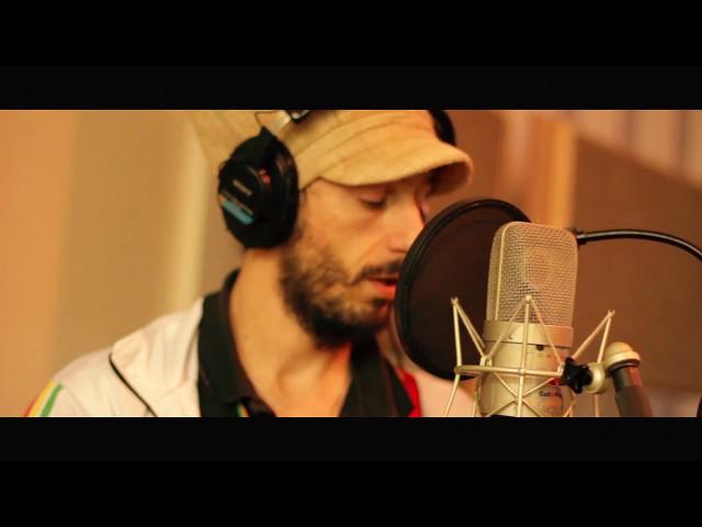 """Vídeo de la canción """"Mafia Dem"""" de Shifara."""
