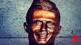 Dona virinha vs busto de C.Ronaldo