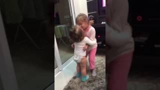 Angelina e Antonella - beijo de irmã