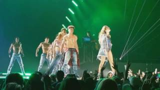 17 Selena Gomez - Revival (Remix) [The Revival Tour DVD]