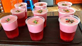 Gelatina en vasos con mousse para fiestas