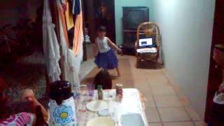 Nina dançando balé