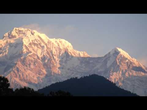 ネパール(ダンプス)ヒマラヤの朝焼け Himalayan range lookout at Dhampus, Nepal