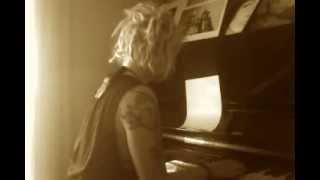 """La of La&Khoi - """"El tango de Roxanne"""" Moulin Rouge Cover"""
