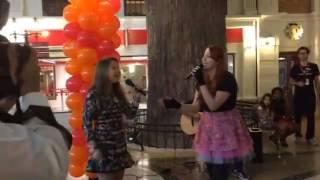 "Júlia Gomes cantando ""Titanium"""