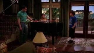 Two and a half men -  jake cantando bohemian rhapsody - subs español