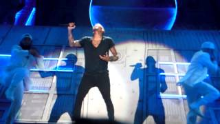 Chris Brown - Don't Wake Me Up live in Berlin, Germany