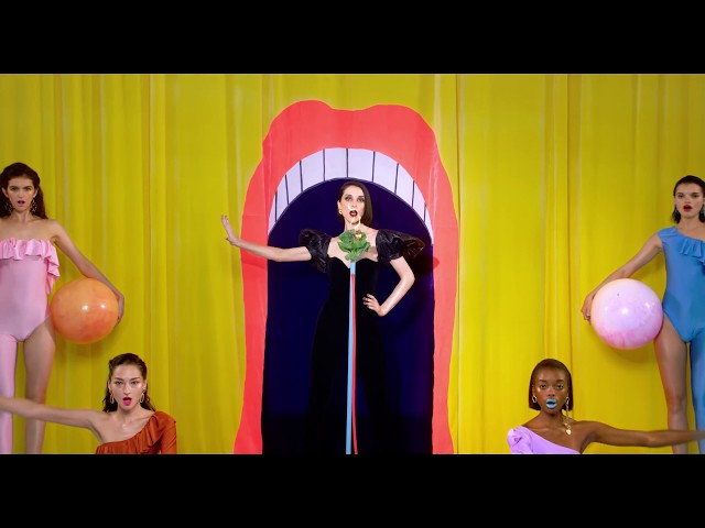 "Vídeo oficial de la canción ""New York"" de St. Vincent."