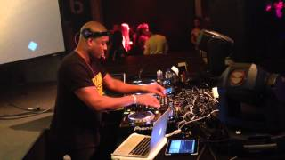 Funny moment Dj Superior - crossfader button breaks during scratch performance