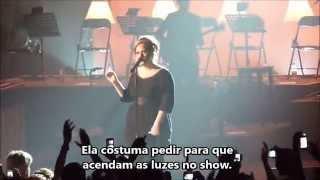 Adele - Desmaio de fã durante show (legendado PT-Br)*