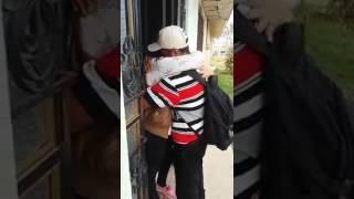 Transmiten en vivo el momento en que un paisano regreso a casa y ver a su mamá