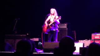 "Liz Phair - ""H.W.C. / Extraordinary"" Live 04/08/16 Philly"