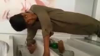 اس بچہ کے گانے نے سب انڈین کے ہوش اڑا دیے   YouTube