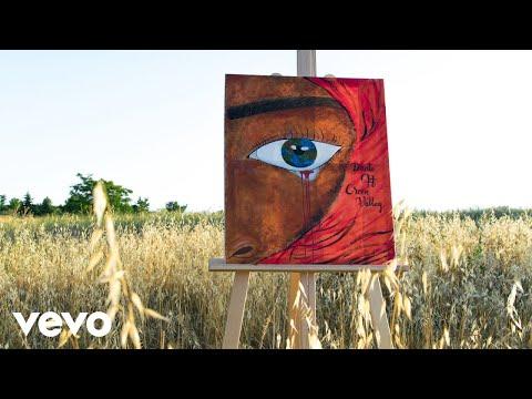 Con Los Ojos Cerrados Ft Green Valley de Dante Letra y Video