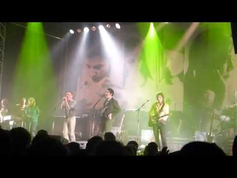 belle-and-sebastian-i-want-the-world-to-stop-southside-2014-live-beat-hochheuser