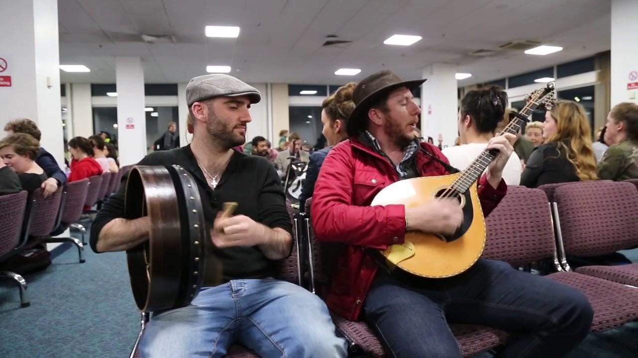Irish Flight Delayed so Trad Session Started ‼️