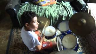 Victor Augusto tocando Luan Santana-Um Brinde Ao Nosso Amor
