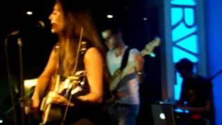 Mia Rose sings Let Go LIVE @ Hard Rock Cafe Lisbon