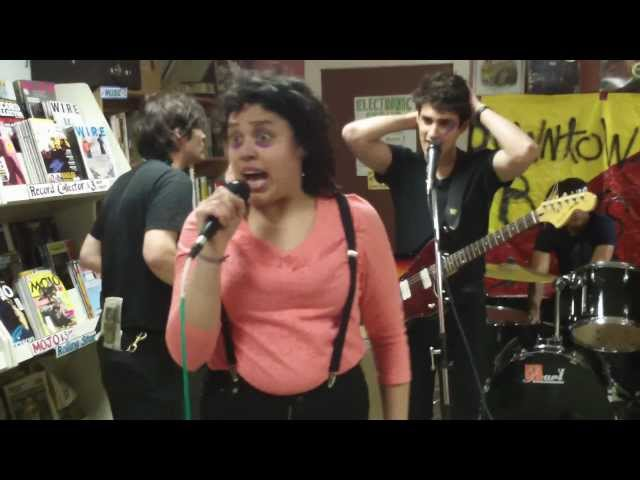 Vídeo de un concierto de Downtown Boys.