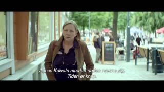 Kvinder i for store Herreskjorter - dansk trailer