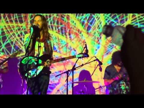 tame-impala-feels-like-we-only-go-backwards-live-in-rio-2014-11-26-vitor-dornelles