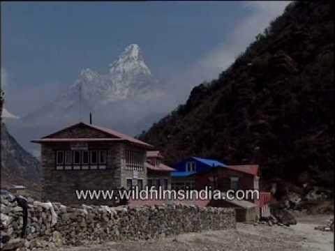 En route Everest Base Camp