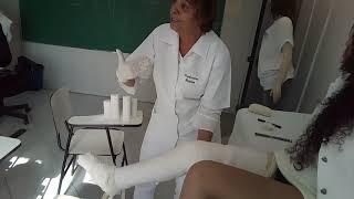 Uns do gesso maior que nós ,os técnicos de imobilização ortopédica vc fazemos na sala de gesso