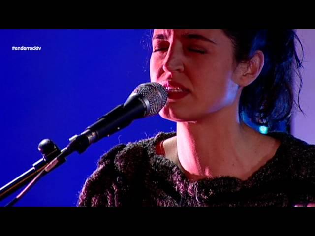 Video en directo de Maria Arnal i Marcel Bagés tocando ''A la vida''.
