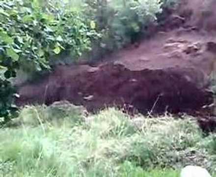 canlı görüntü heyelan görüntüsü erozyon toprak kayması erzincan refahiye