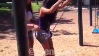 Menina puxa calcinha da outra pegadinhas da net