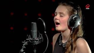 Sam & Heidi: The Voice Kids: Maud - Shape of You (cover) (live bij Q)