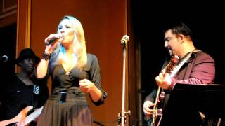 Carolina Soares e Michael Sullivan - Estranha Loucura