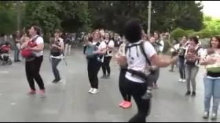 Mamás Bailando Deapacito - Luis Fonsi