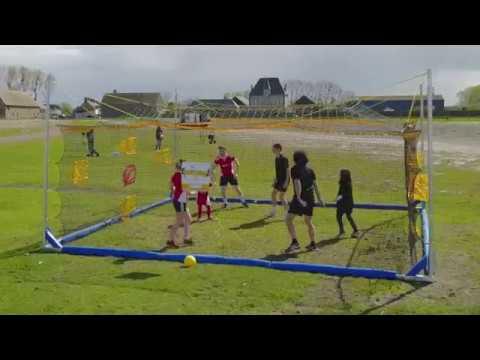 Aire de jeux avec installations pour les enfants