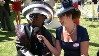 Grace Jones and her mother with Philip Treacy at Royal Ascot