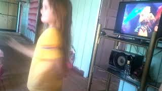Minha pequena menina dançando