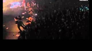 Orelsan sauve une fille en plein concert