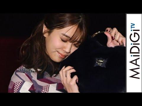 欅坂46小林由依、レトロキュートな秋コーデ スリットから美脚も 「Samantha Vega」ステージ