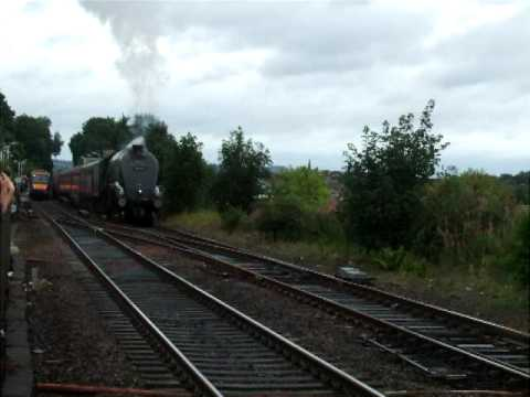 Forth Circle SRPS, 60009 Union of South Africa departs Linlithgow 1418hrs 23-08-2009