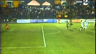 Johan Condega anota el primer gol del Verano 2014, a los 27 segundos del partido Uruguay 1 Heredia 0