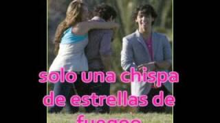 Jonas Brothers, Miley Cyrus, Demi Lovato & Selena Gomez - Send it On en español