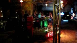 Pri loirao Dancando lambada na Tailandia