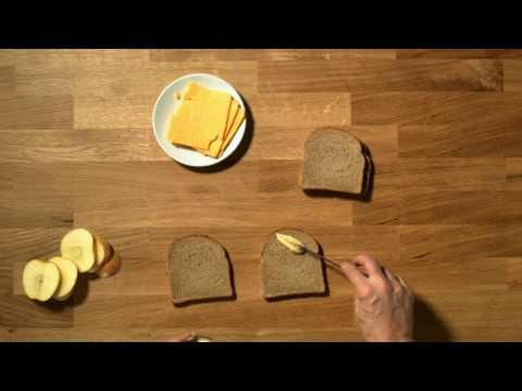 Gustarea din pauză - Sandvici cu brânză si măr