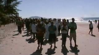 Missa em praia abençoa pesca de tainhas e meio ambiente.wmv